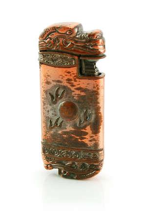 lighter gas: Antiguo bronce gas m�s ligero aislado en un fondo blanco