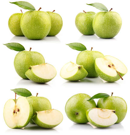 manzana verde: Conjunto de frutas de manzana verde con hojas aisladas sobre fondo blanco