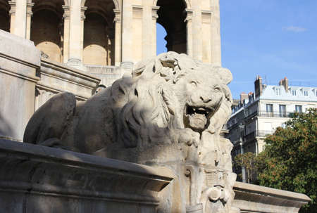 growl: Growl lion in the Fountain Saint-Sulpice in Paris