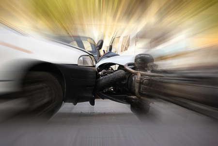 Unfall zwischen Auto und Motorrad