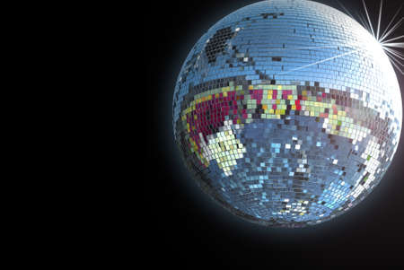 fiestas discoteca: Bola de discoteca brillante sobre fondo negro