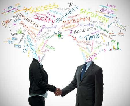 la union hace la fuerza: Negocios apret�n de manos con el socio de negocio concepto de las palabras