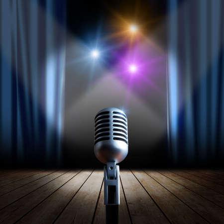 microfono de radio: Escenario con cortina azul y un micrófono retro