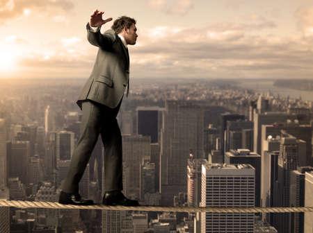 balanza: Empresario es el equilibrio en una cuerda