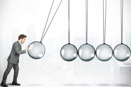 Challenge concept d'affaires avec Newton berceau