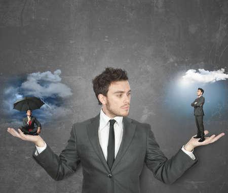 negative thinking: Homme d'affaires tiraill� entre �tre positif ou n�gatif