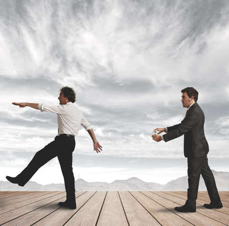 obedecer: Un administrador controla su empleado con una tecla de navegación