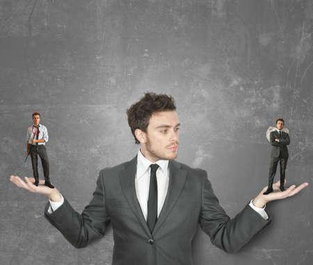 teufel und engel: Geschäftsmann muss zwischen dem Teufel oder Engel wählen Lizenzfreie Bilder