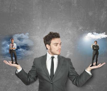 teufel engel: Geschäftsmann muss zwischen dem Teufel oder Engel wählen Lizenzfreie Bilder