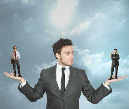 teufel engel: Gesch�ftsmann muss zwischen dem Teufel oder Engel w�hlen Lizenzfreie Bilder