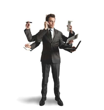 Uomo d'affari stressato da troppi compiti