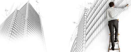 dibujo tecnico: Arquitecto dibuja un proyecto en una escalera