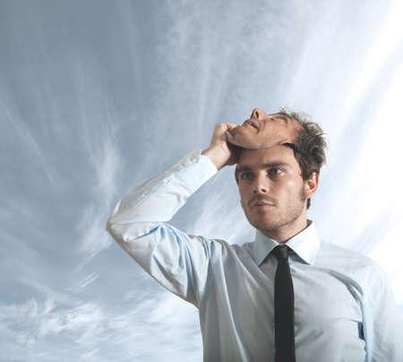 hipocresía: Un hombre de negocios que oculta detr�s de una m�scara