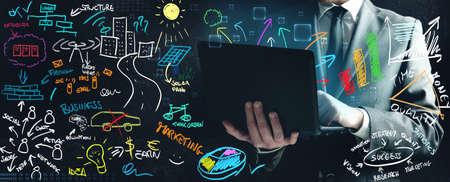 network marketing: Concepto de un hombre de negocios que trabajan en nuevas ideas
