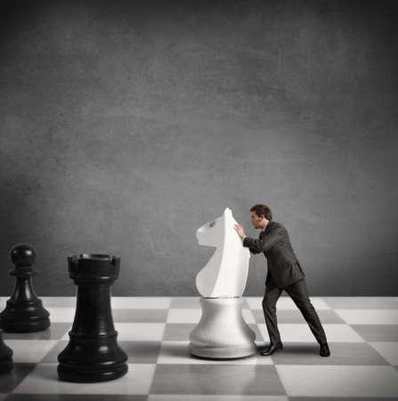 planeaci�n estrategica: Concepto de estrategia de un hombre de negocios Foto de archivo