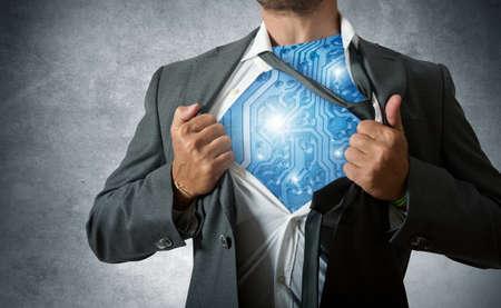 un héroe con circuito de computadora