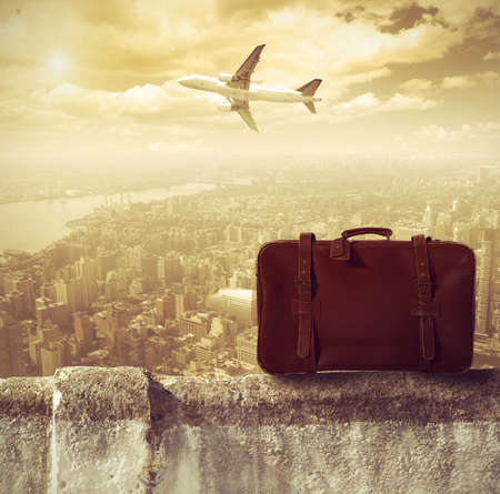 suitcases: Concpet van reizen per vliegtuig Stockfoto