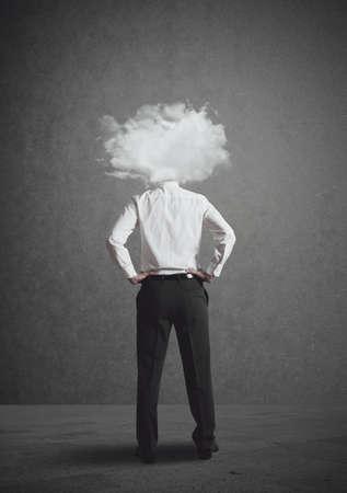 productividad: Concepto de hombre de negocios con la cabeza en las nubes Foto de archivo