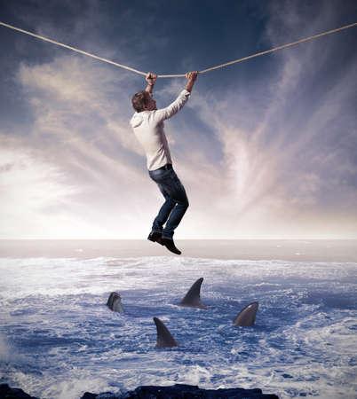용감: 비즈니스 문제에 어렵고 위험의 개념 스톡 사진