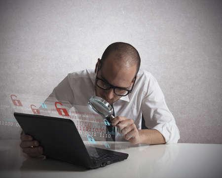 maligno: Concepto de un programador pirata inform�tico que analiza software