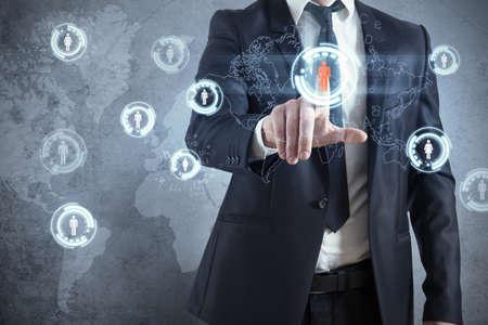 touchscreen: Hombre de negocios con modernas red social interfaz virtual