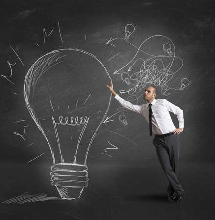 Concept van zakenman met een creatief grote idee Stockfoto