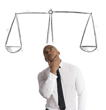 balanza: Concepto de empresario con su decisi�n Foto de archivo