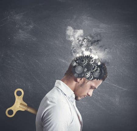 depresi�n: Concepto de estr�s con la marcha en la cabeza de un hombre de negocios