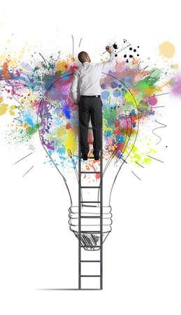 pensamiento creativo: Concepto de una idea de negocio creativa grande
