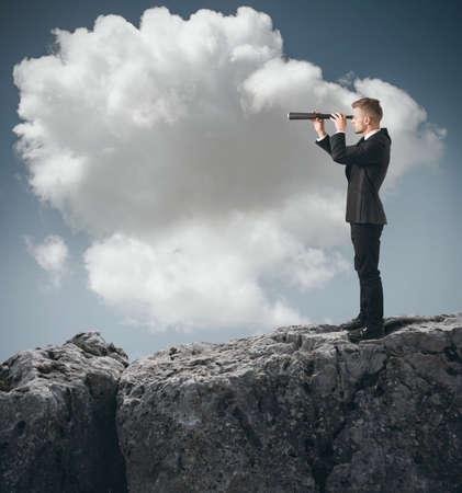 fernrohr: Konzept des Geschäftsmannes so aussehen für die Zukunft