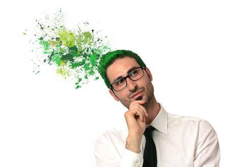 pensamiento creativo: El pensamiento creativo verde de un hombre de negocios
