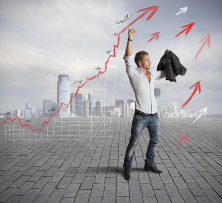 Homme d'affaires prospère avec la tendance statistique positive Banque d'images