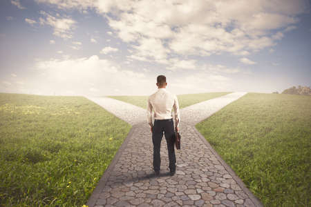 La destinazione a destra di un uomo d'affari