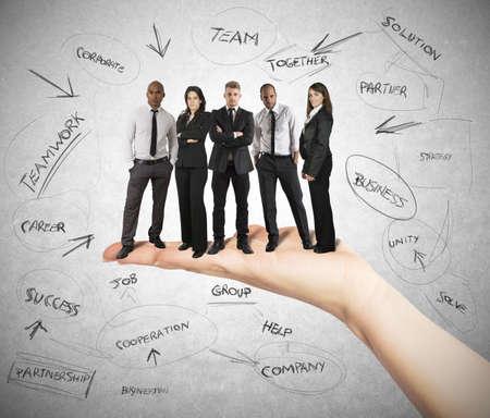 commerciali: La mano tiene un team di business di successo