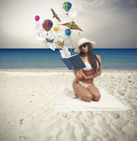 Girl relaxing in a beach with book 版權商用圖片