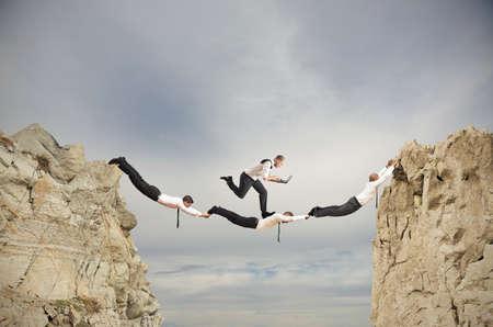 Teamwork concept met het runnen van zakenman met laptop Stockfoto