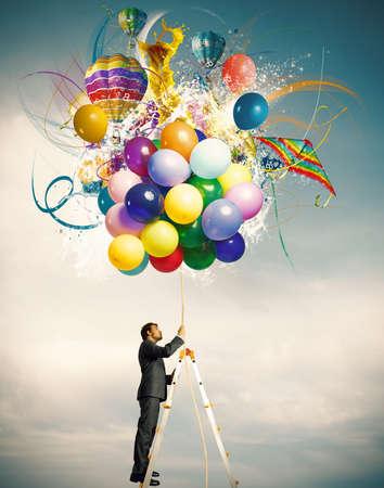 凧: カラフルな風船爆発と創造的なビジネスマン