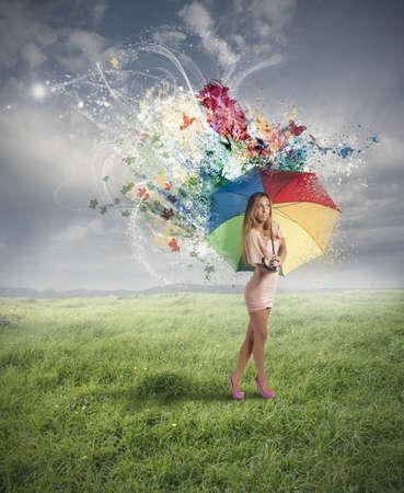 여자와 우산 크리 에이 티브 패션 스톡 콘텐츠