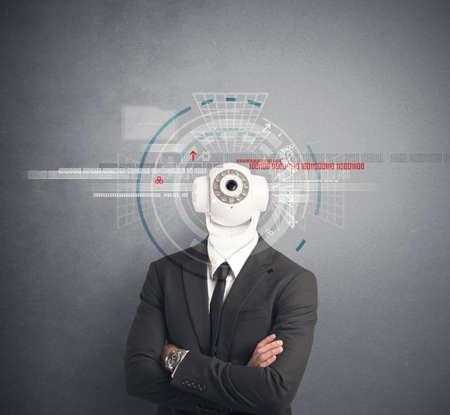 monitoreo: Hombre de negocios con cámara de seguridad en la cabeza