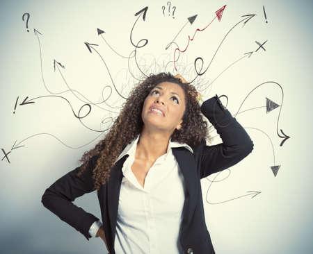 Concepto de decisiones difíciles en los negocios