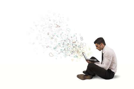 노트북 및 인터넷 작업을 자유 사업가 스톡 콘텐츠