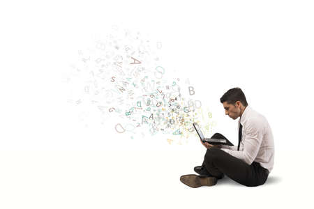 geek: La libertad de trabajo de negocios con ordenador port�til y conexi�n a internet Foto de archivo