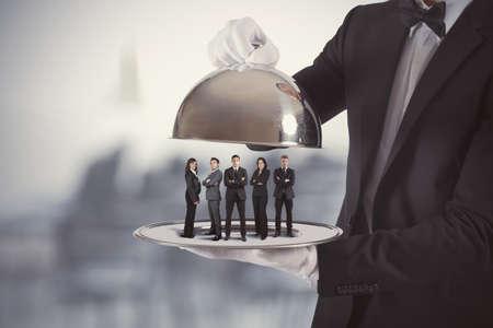 camarero: Concepto de servicio de negocio y equipo de primera clase