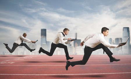 기업인을 실행하는 비즈니스 개념에서의 경쟁 스톡 콘텐츠