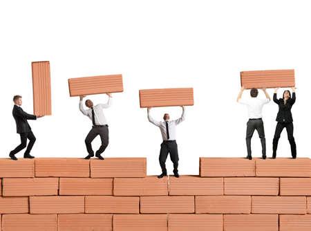 El trabajo en equipo construye un nuevo negocio con ladrillos Foto de archivo - 21393457