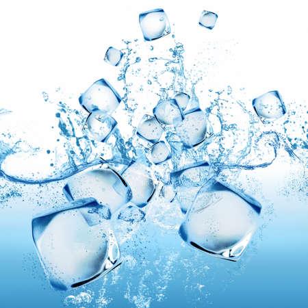 Concetto di cubetto di ghiaccio e spruzzi d'acqua