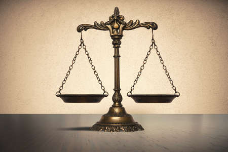 balance scale: Concepto del balance de la ley y la justicia Foto de archivo