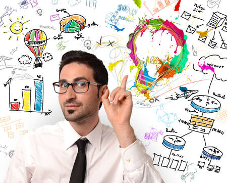 新しい創造的なビジネスのアイディアを持ったビジネスマン