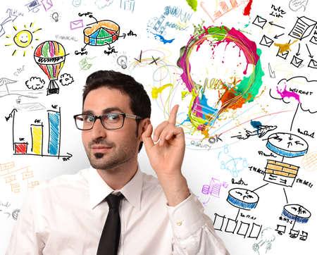 diagrama de flujo: Hombre de negocios con nueva idea de negocio creativa Foto de archivo