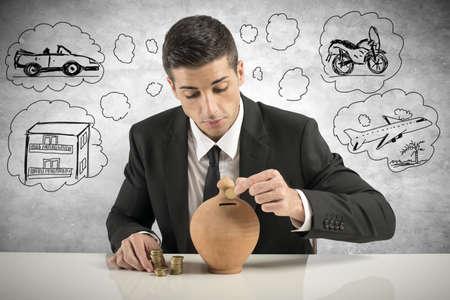 fondos negocios: Empresario poner monedas en la hucha